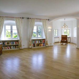 Weißer Salon Schloss Maierhofen
