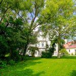 Schloss Maierhofen Garten mit Kapelle