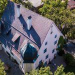Luftaufnahme Schloss Maierhofen mit Kirche